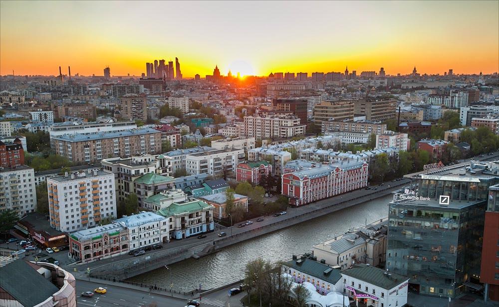 гостиница на набережной в Москве